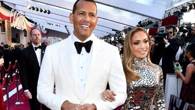 Jennifer Lopez twerks on Alex Rodriguez, stops concert to sing him happybirthday
