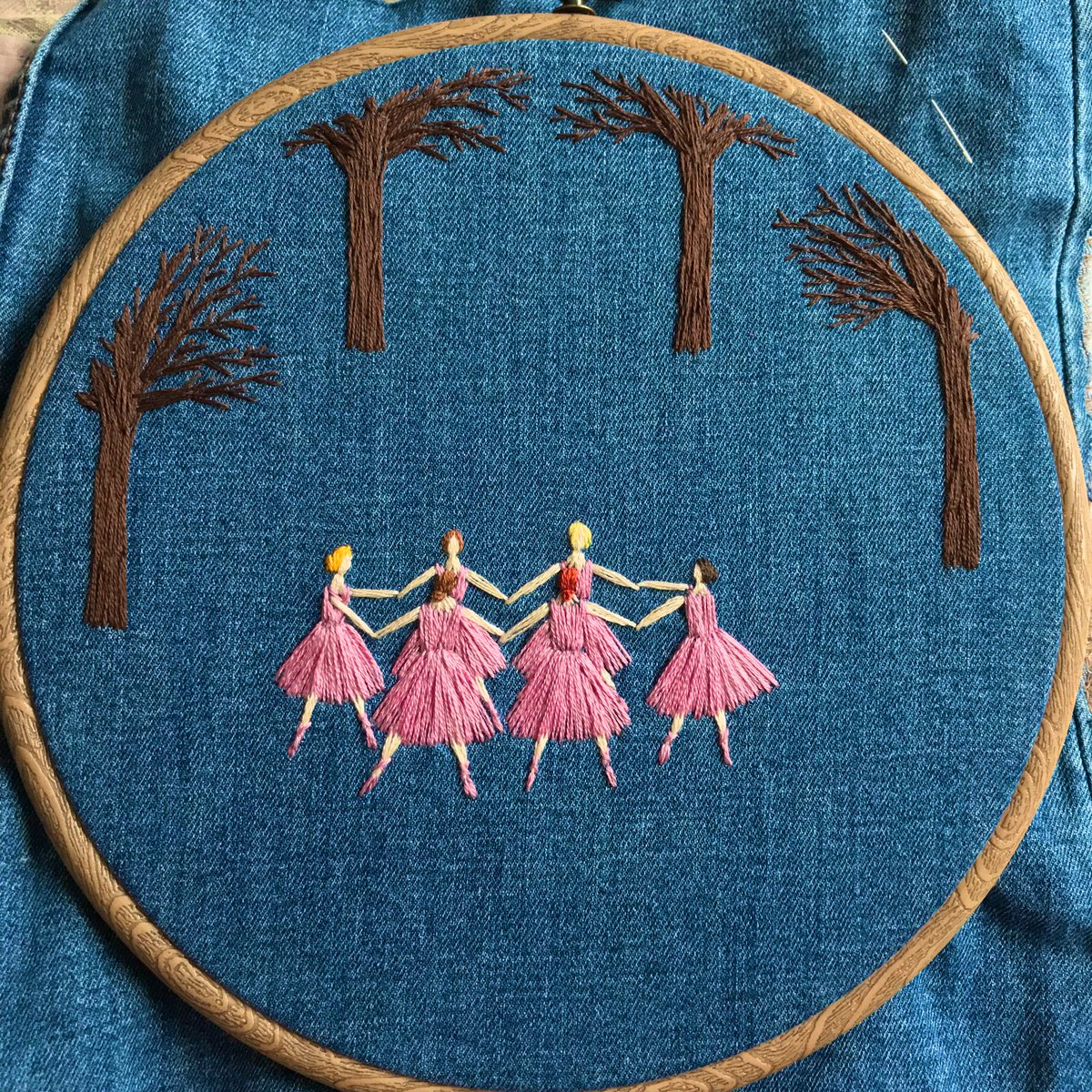 Hey #HandmadeHour 👋🏻. I've started a new ballerina piece... Lots still to do but what do you think so far? 🧵🌿#wip #artprocess #stitchedart #embroidery #ballet #dance #upcycled #textileart #thesewingsongbird https://t.co/F6ufTxfKxd
