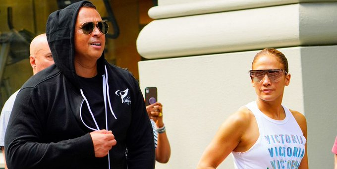Jennifer Lopez Sings Happy Birthday to Alex Rodriguez During Concert