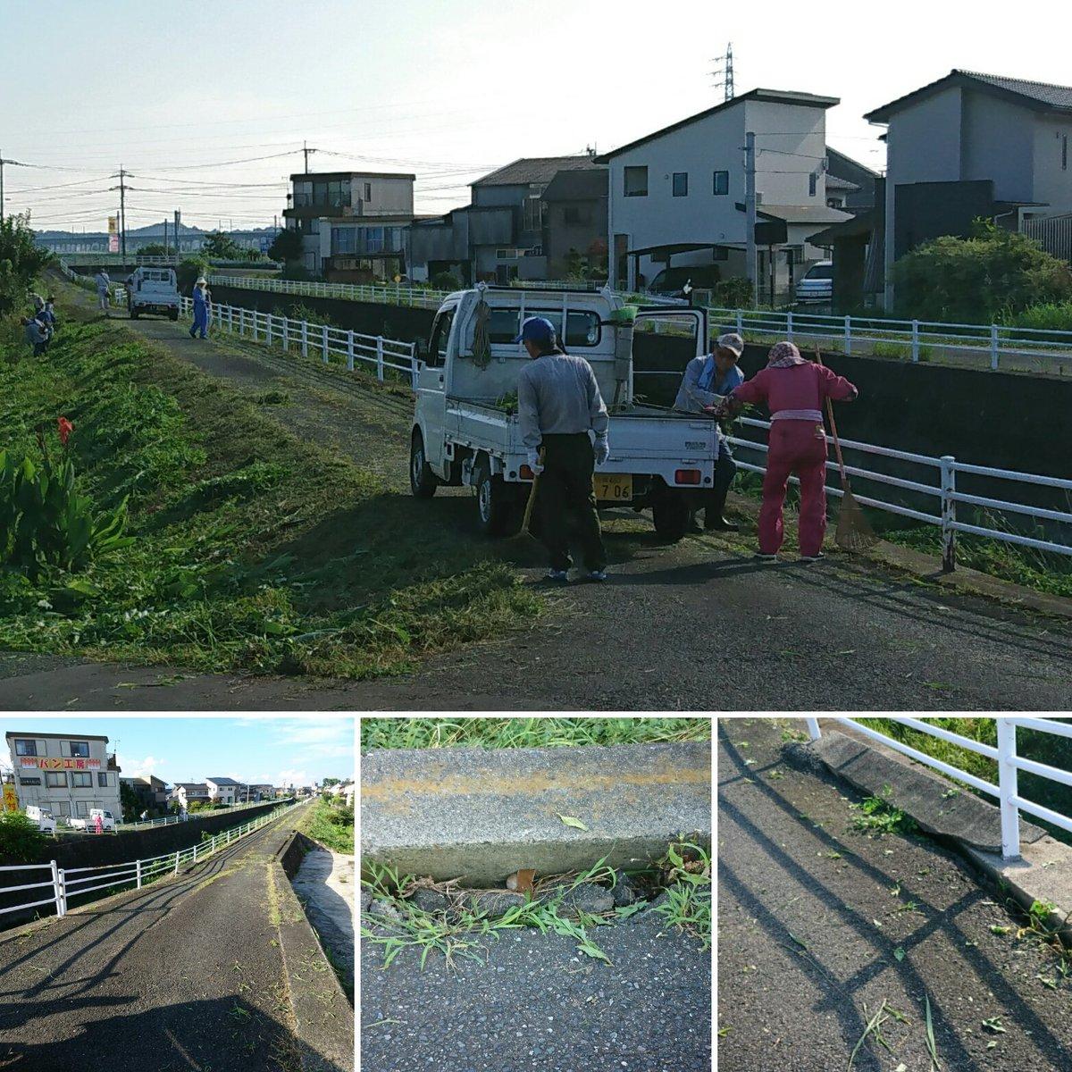 まつり鳥栖で一時間ほど過ごし。次は、除草作業☆<br /> 真木町の皆様の除草活動のおかげで用水路沿いは、すっかり綺麗に✨皆様に感謝私は松葉ほうきで、刈り取った草を集めトラックに積む作業をしましたが、これが結構重労働<br /> あちこちで道路陥没あるが改善されていない。道路整備遅れの課題がある。