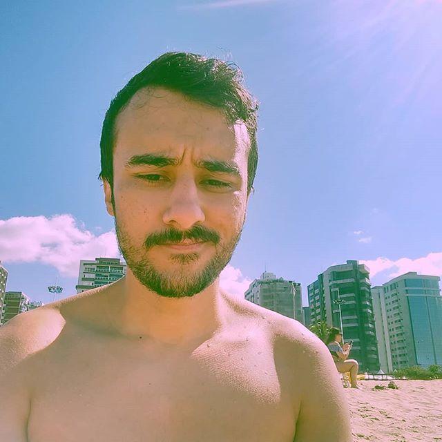 Carinha de quem esqueceu do protetor solar  #vitorinha #praiadecamburi https://ift.tt/32VCgmlpic.twitter.com/cYoOs6Ba7l