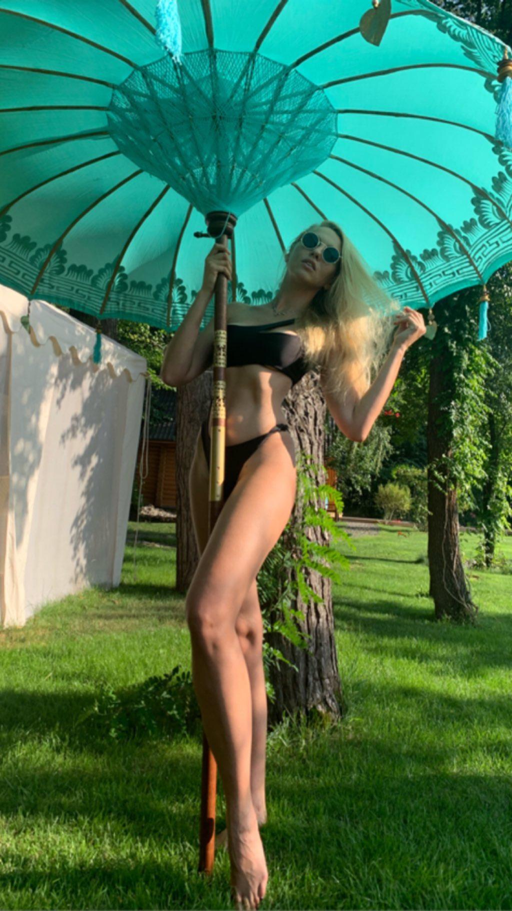 Оля Полякова в купальнике