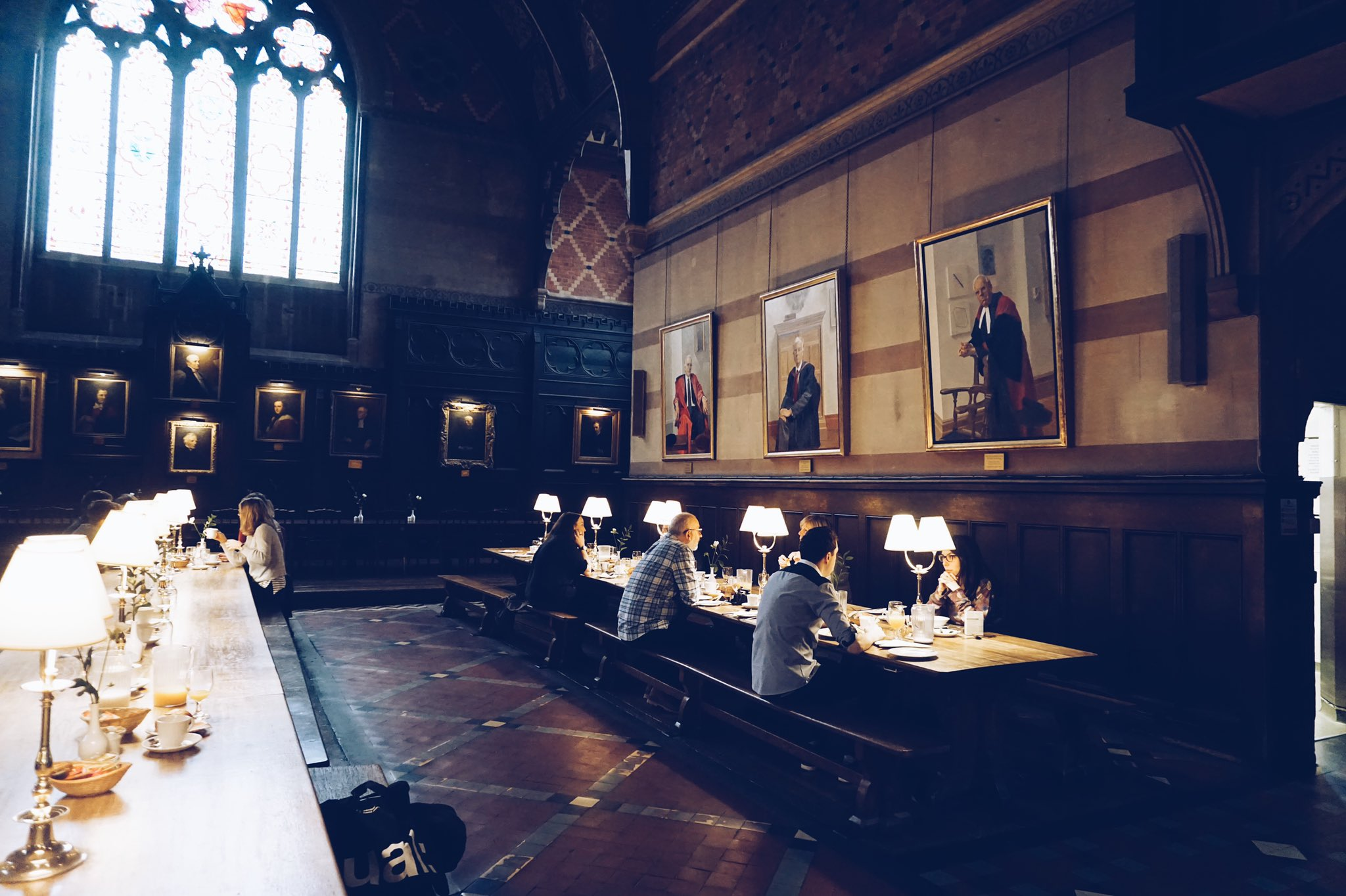 まるでハリーポッターの世界?イギリスのオックスフォード大学の寮に泊まることができる!