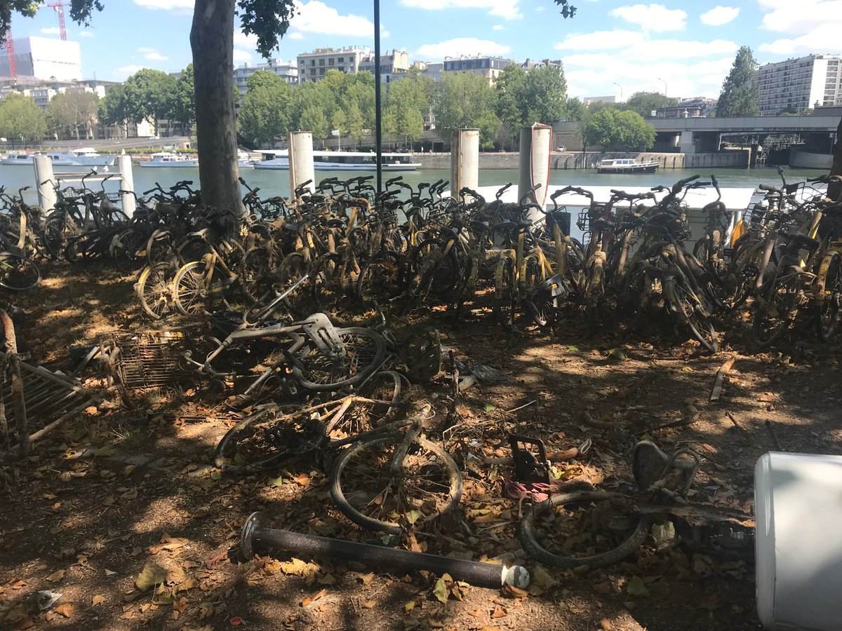 Parisian Chinese Bike startup cemetery near the banks of the Seine. Dozens of Ofo, Obikes, along with a handful of Gobee bikes fished out from the waters and up for grabs to whoever wants them.