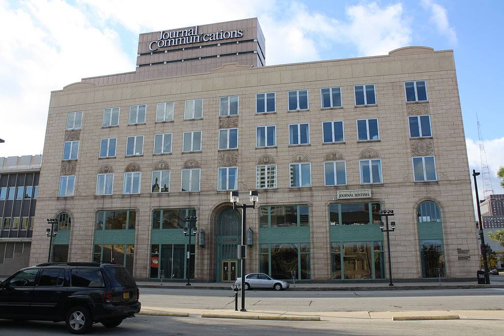 Massive media merger could spell less journalism for Wisconsin wisconsinexaminer.com/2019/07/29/if-…