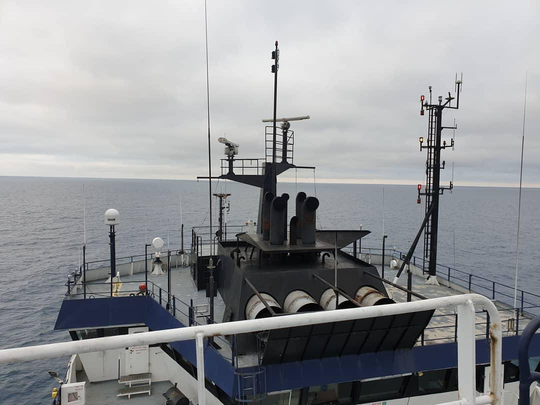Ever wondered how scientists transition from life on land to a life at sea?! 🏕🤷‍♀️🚢 Our latest blogpost from one of our PhD students has it all!: axial3dexpedition.com/2019/07/life-a… @UTGeophysics @LamontEarth @NSF_GEO @NSF #Axial3D #NSFfunded @Scripps_Ocean