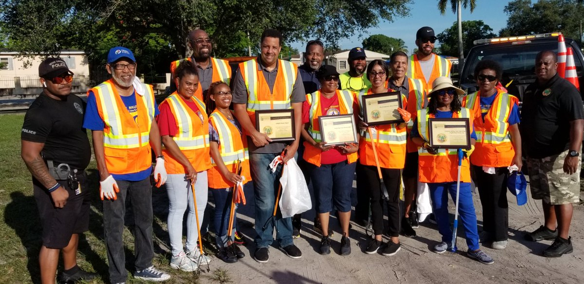 This weekend, the @NBAalumni Miami Chapter (@NBRPAMiami) participated in the annual Community Cleanup in Miami Gardens, Florida. The group of Legends walked the city collecting trash and debris along the way. Way to go! #LegendsofBasketball