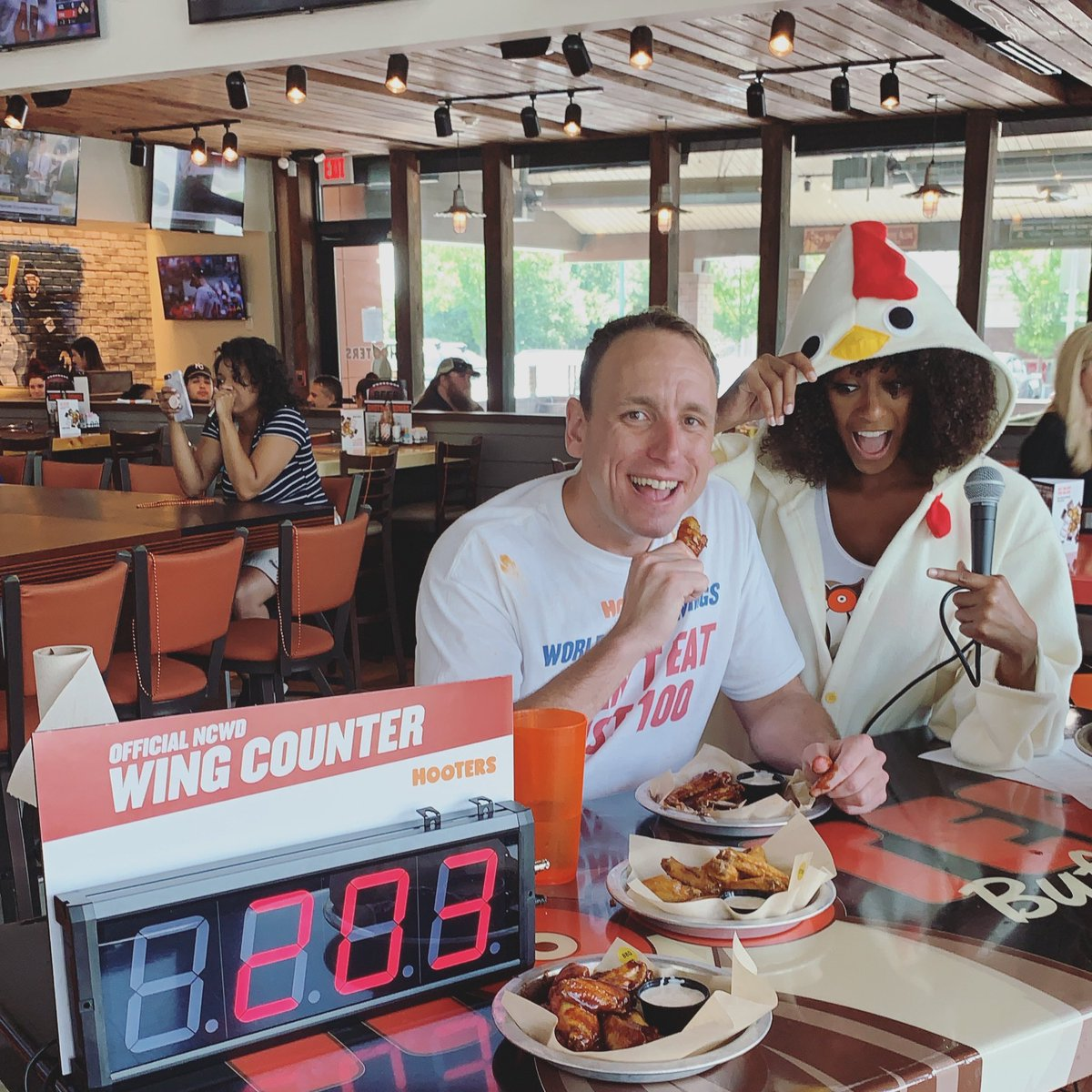 Hot dog king Joey Chestnut devours 413 Hooters wings for National Chicken Wing Day