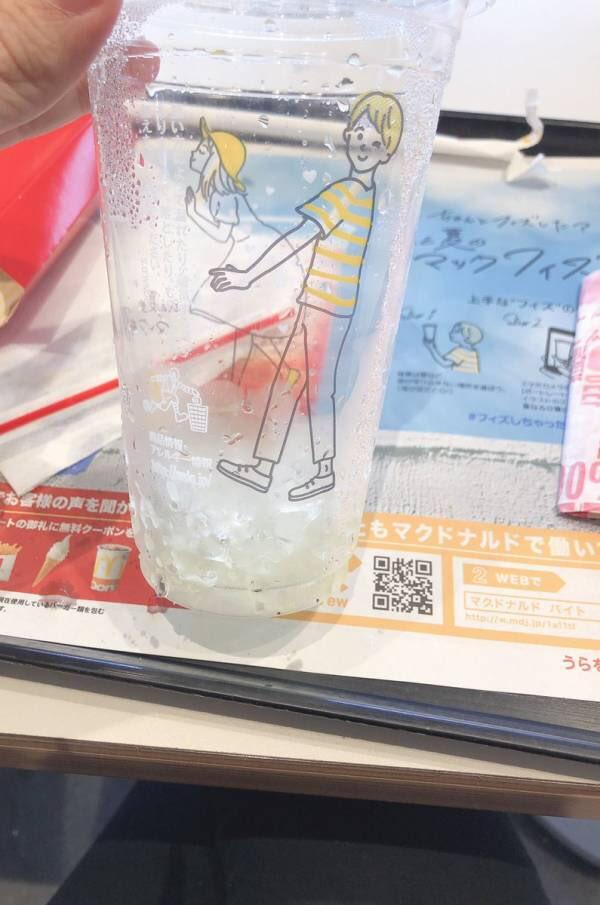 【悲報】マクドナルドさん、とんでもないプラスチックカップを作ってしまう。