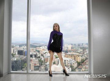 [PHOTO] Tiffany Young Newsis Interview Photo EAt87oyU4AAlxyr?format=jpg&name=360x360
