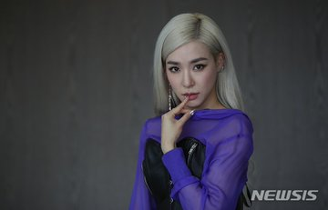 [PHOTO] Tiffany Young Newsis Interview Photo EAt9ntYVAAIHZ6T?format=jpg&name=360x360
