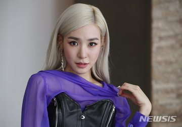 [PHOTO] Tiffany Young Newsis Interview Photo EAt9zN_UYAULnzP?format=jpg&name=360x360