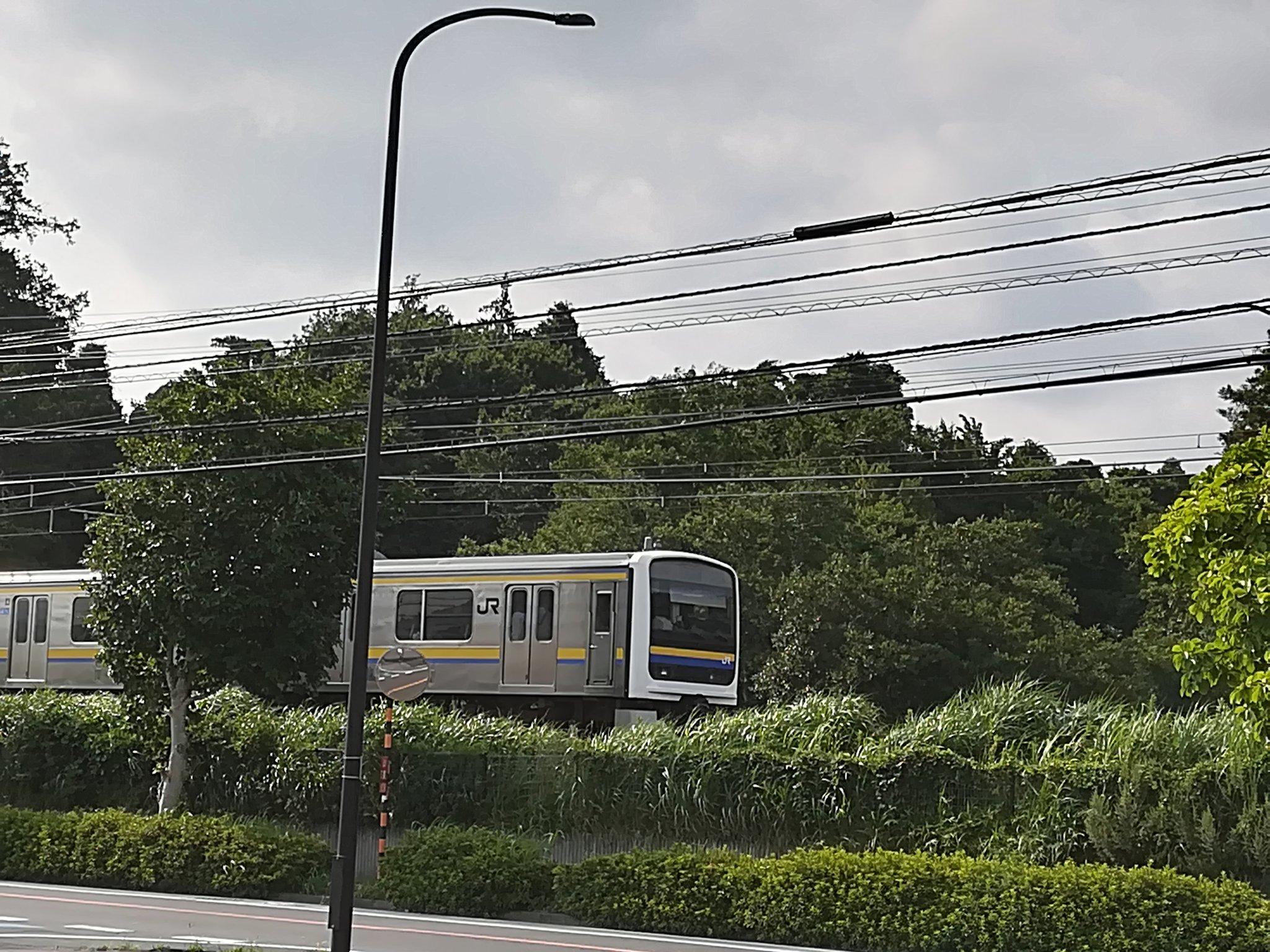 内房線の蘇我駅~浜野駅間で人身事故が起きて電車が止まっている画像