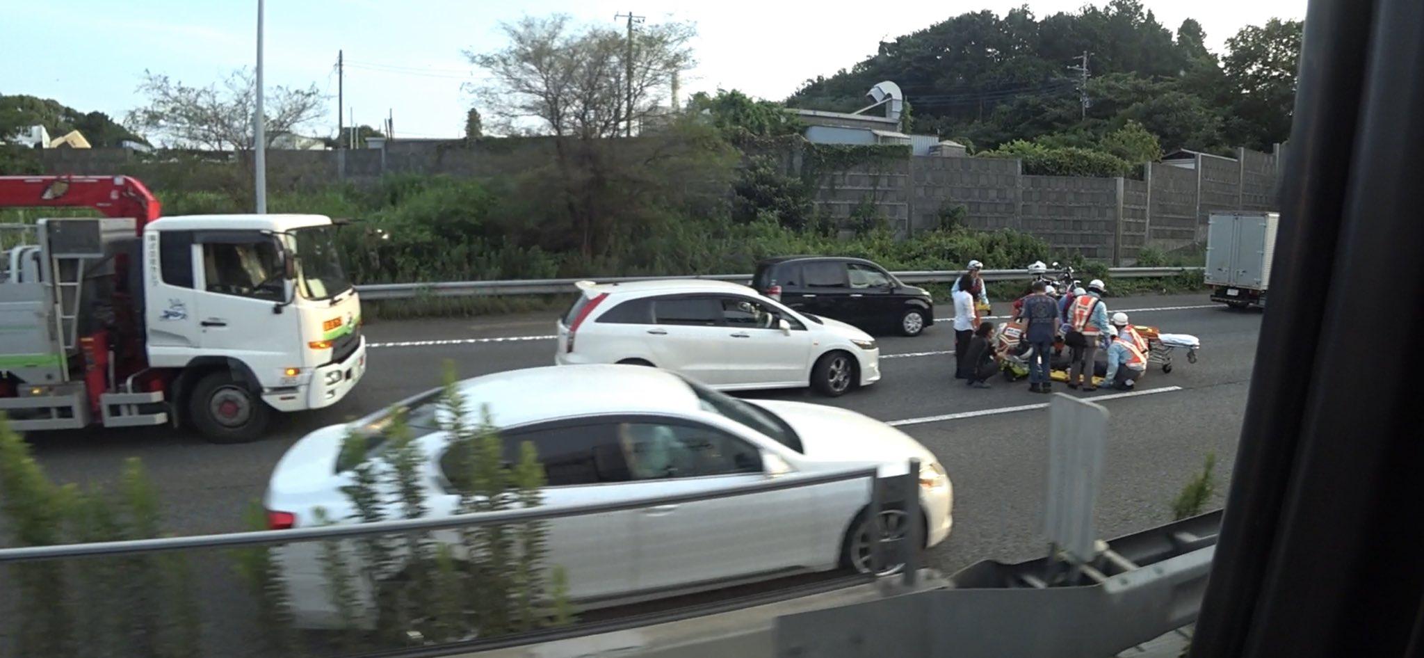 保土ヶ谷バイパスでバイクと車が衝突した事故現場の画像