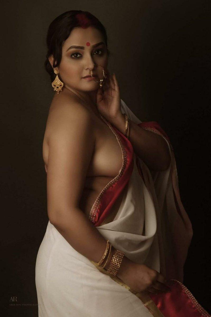 Hot Photos Of Bengali Model Arpita Paul In Saree