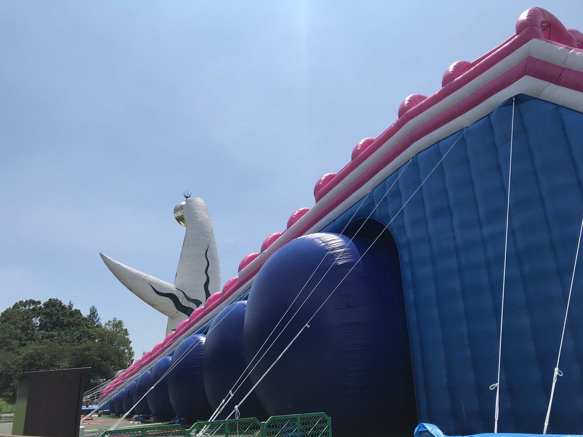 ロングスライダーと太陽の塔😍  大人気のロングスライダーは凄く楽しいのお言葉をたくさんいただいてます🤩 #万博夏あそび #ロングスライダー #水あそび