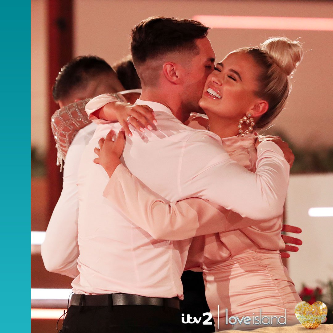 The Islanders reactions to Greg and Ambers win are everything. 💖 #LoveIsland