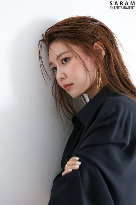 "[PHOTO] Sooyoung - ""SINGLES"" Magazine BTS  EAue-51U4AAk1G8?format=jpg&name=small"