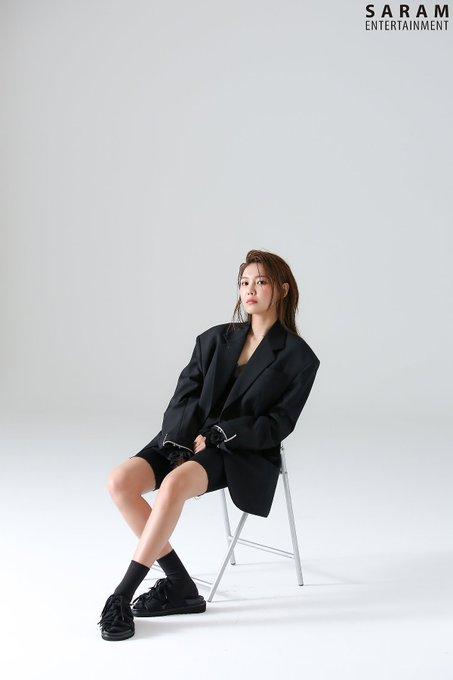 "[PHOTO] Sooyoung - ""SINGLES"" Magazine BTS  EAuee_HUIAIH3n2?format=jpg&name=small"