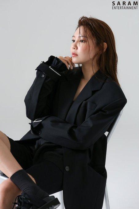 "[PHOTO] Sooyoung - ""SINGLES"" Magazine BTS  EAuee_mUwAA68QB?format=jpg&name=small"