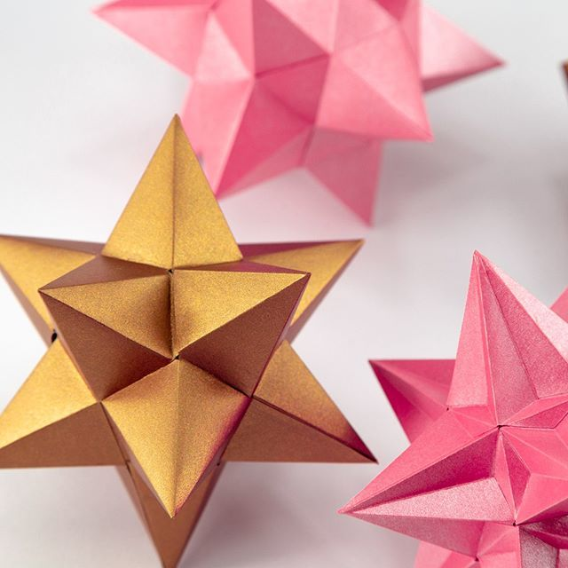 How to make an Origami Great Stellated Dodecahedron - YouTube | 640x640