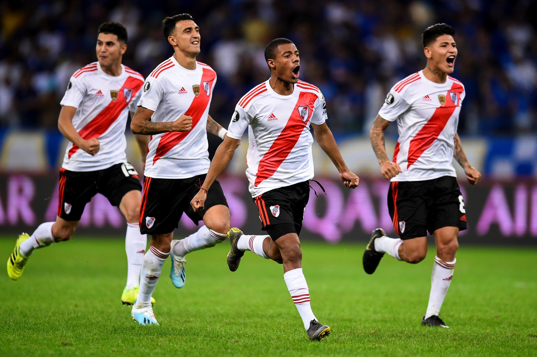 Cruzeiro 0 (2) River Plate 0 (4) - Copa Libertadores 2019 (Octavos de Final - Vuelta) - Vídeo  EAw5QowWkAAQiE_?format=jpg&name=4096x4096