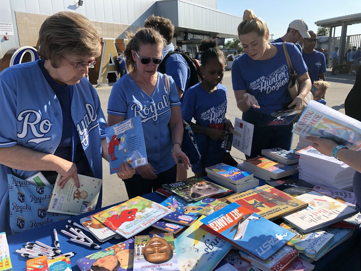 .@Royals fans are readers & #LibraryLovers! So glad we could be part of #LibraryNightAtTheK tonight w/ @OlatheLibrary @lawrencelibrary @jocolibrary @KCKPL @casscolib and @MCPLMO! #kcSummerReads #UniverseOfStories<br>http://pic.twitter.com/m00vE64jsV