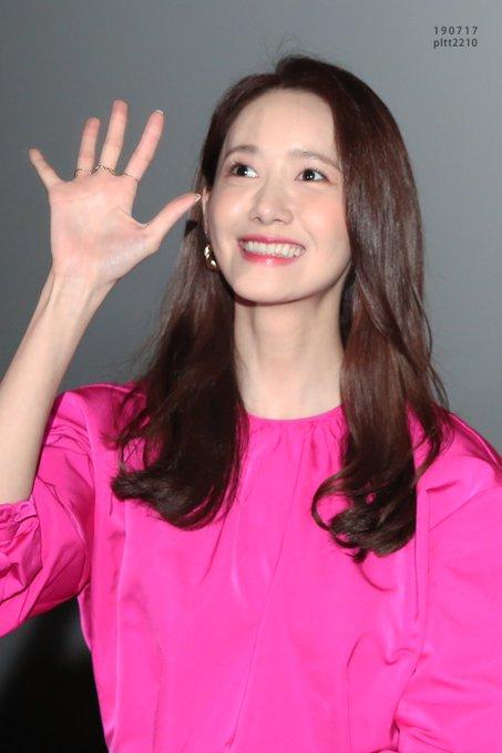 "[PHOTO] 190724 Yoona - ""Exit"" CGV Yongsan Imax Hall greeting EAx71LRUEAAwzqd?format=jpg&name=small"