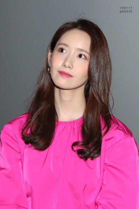 "[PHOTO] 190724 Yoona - ""Exit"" CGV Yongsan Imax Hall greeting EAx71LTUEAExZoL?format=jpg&name=small"