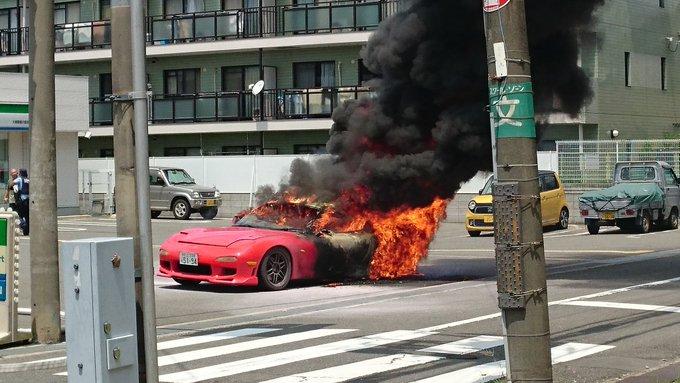 大東市南楠の里町ファミマ付近で車両火災が起きた現場の画像