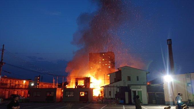 近江八幡市桜宮町のリフォーム店で火災が発生した現場画像