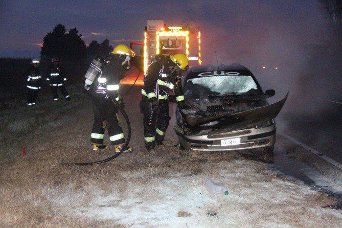 #Región | Un auto comenzó a prenderse fuego en plena ruta entre General Pico y Dorila