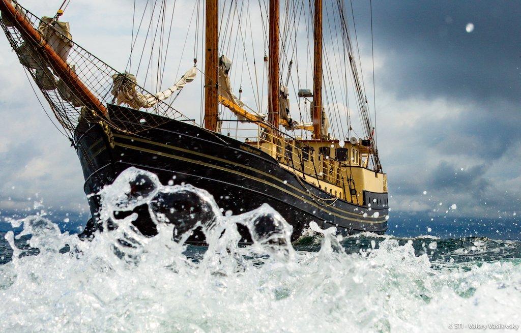 The Tall Ships are arriving in Aalborg! We cant wait to get the party started tomorrow. The Tall Ships er på vej til Aalborg! Vi kan ikke vente til i morgen hvor festen begynder. 🇩🇰⛵️⚓️ #TallShips #Sailing #Aarhus
