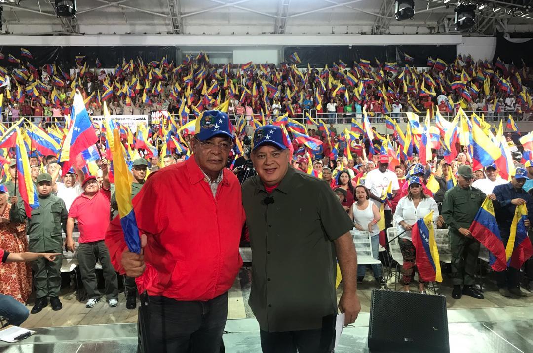 En nuestra Guaira querida y bonita es la cosa con @dcabellor en el programa más visto del mundo #TrumpVerguenzaMundial @josersg5
