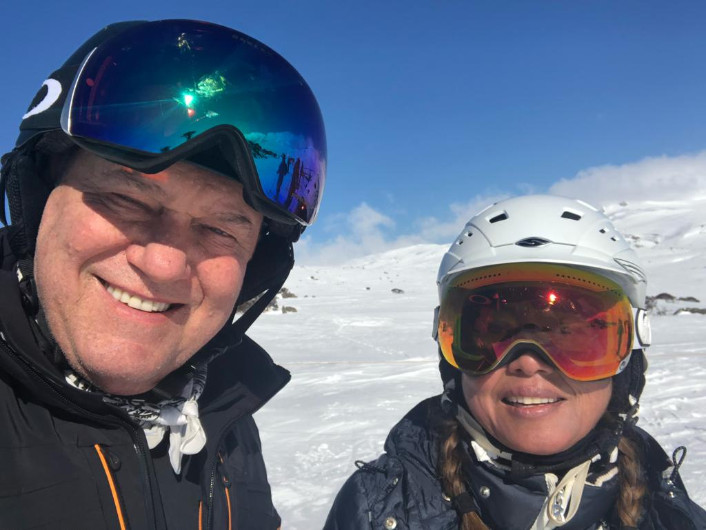 On top of the world with my Jane on a perfect day skiing @charlottepass. What a beautiful country we live in.<br>http://pic.twitter.com/VEHGWhPej0