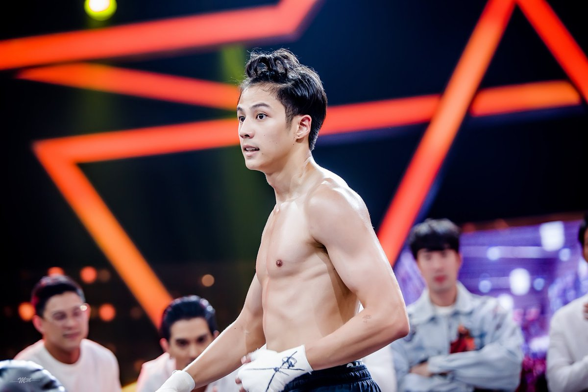 RT @aunza3326: ภูมิใจในตัวเธอมากกก 😍 @bank_thiti  #BankThiti #10Fight10 #teamwhite #nadaoartist https://t.co/dnWF8OXbFs