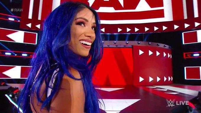Sasha Banks Returns On WWE RAW And Turns Heel (Videos)
