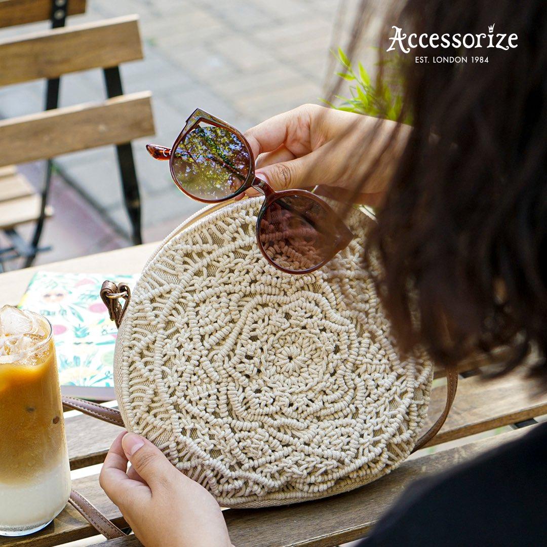 Sadece bir güneş gözlüğü ve hasır çanta ile günlük stiline fark katabilirsin… https://t.co/9MSDndH7jE