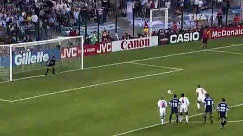 When this @England striker was around, goals were never far behind ⚽️🖐️ Happy birthday, @alanshearer! 🥳