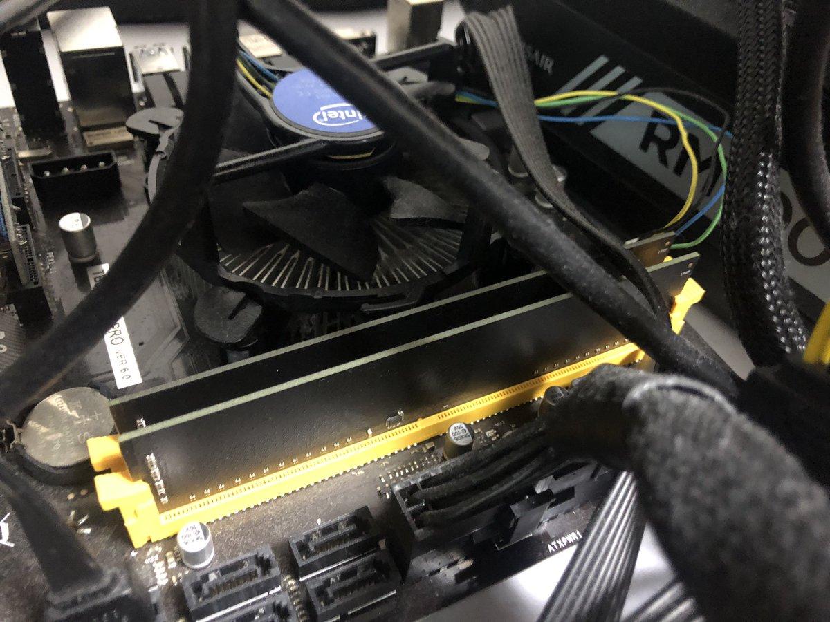 自作PCのメモリは返品交換になりました。2枚セットで購入したため、動く方のメモリも合わせて交換とのこと。1週間くらい掛かるそうなので、それまでは眠っているマイニング機からメモリ剥がして代用します。仮想通貨早く盛り上がってくれないとマイニング機の負債がwグラボなら多分一生分揃ってます?