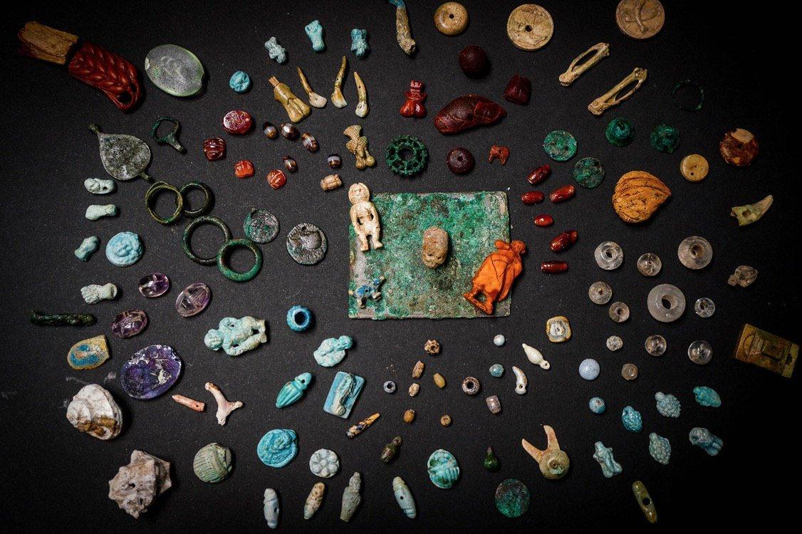 A #Pompei spunta il tesoro della fattucchiera - Arte - ANSA ansa.it/sito/notizie/c…. Ph. Cesare Abbate/ANSA