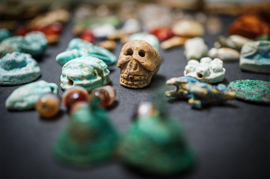 Monili e amuleti, lultimo tesoro di Pompei. Una ricca collezione di meravigliosi gioielli, molti dei quali dal chiaro valore scaramantico, è emersa nel corso dello scavo della Regio V nella Casa del Giardino: nationalgeographic.it/wallpaper/2019… di @NatGeoItalia
