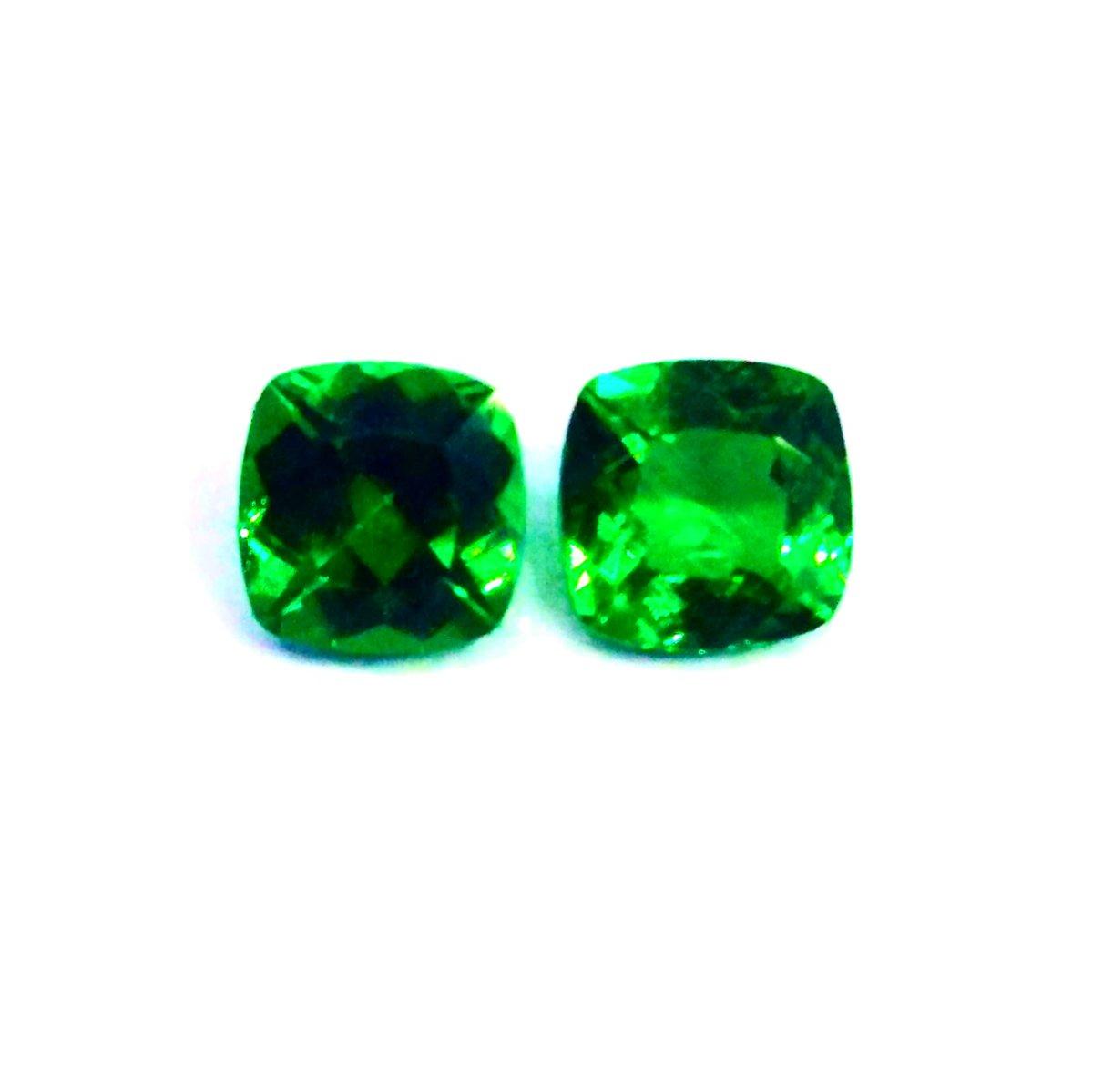 Tsavorite garnet gemstone 0.50 carats. Available now. Shipping Worldwide. Dm me for Purchase or more details   #jewelrydesigner #jeweler #gemstone #gems #jewelry #jewelrydesign #jeweler #tsavorite pic.twitter.com/Fkn45yMmbR