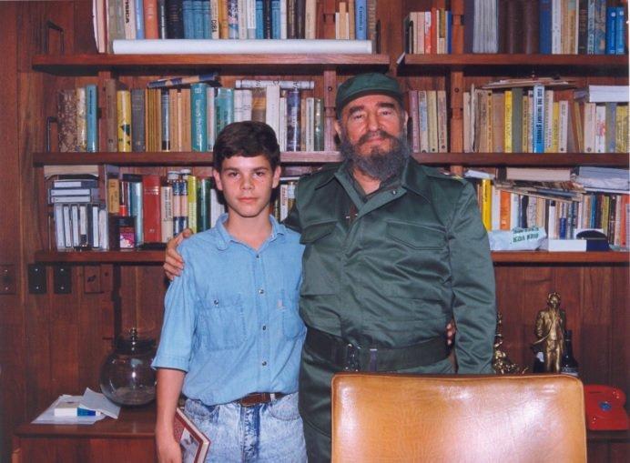 #FidelVive en millones en el mundo que llevamos #ADNFidel; unidos por la química, la fuerza, la luz, la energía, el impulso, el movimiento y el tiempo de #Fidel. En tu cumpleaños 93, día especial para los revolucionarios: ¡Muchas felicidades querido padre, querido abuelo #Fidel!