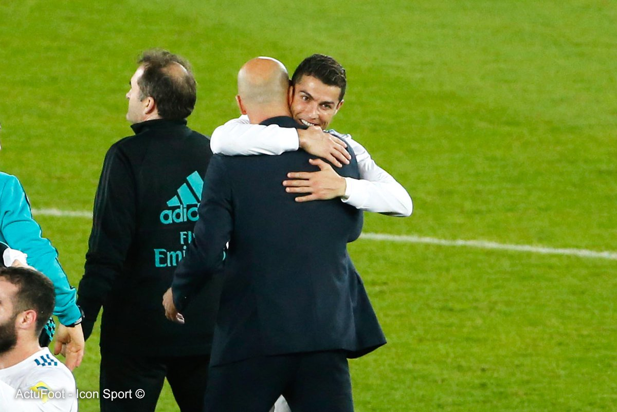Cristiano Ronaldo : « La confiance dont un joueur a besoin ne dépend pas de lui-même, mais de son entourage, des autres joueurs et de l'entraîneur. Vous devez sentir que vous êtes un élément important du groupe et Zidane m'a fait me sentir spécial. » (DAZN)
