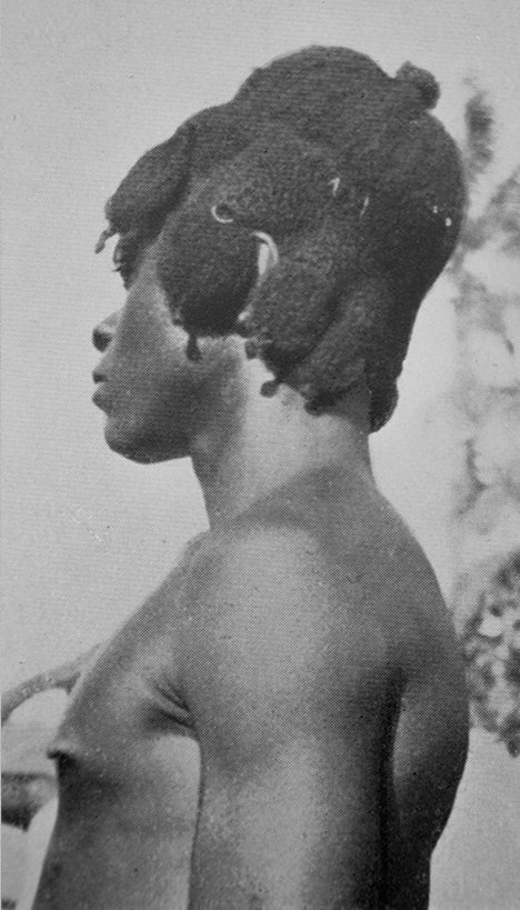 This is the kind of hairstyle worn by young Igbo men around the northern side of the Igbo area. The photo was taken around the 1920s. Young guys grew their hair like this for the same reasons young guys grow their hair today. <br>http://pic.twitter.com/zMgmepBHF8