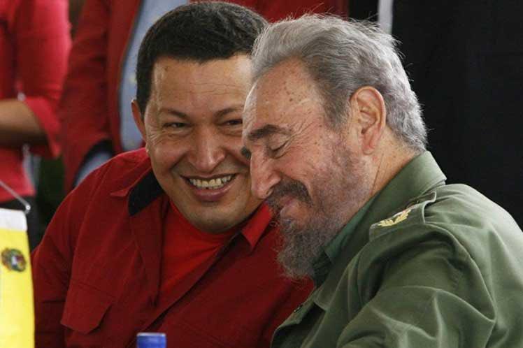 """Comandante amigo, Fidel Castro, celebro tus 93 años desde #Cuba, donde compartimos inolvidables momentos. Te veo a diario en las calles de tu Habana y en la lucha incansable de tu digno pueblo. Hombre """"los agradecidos te acompañan"""". #FidelVive"""