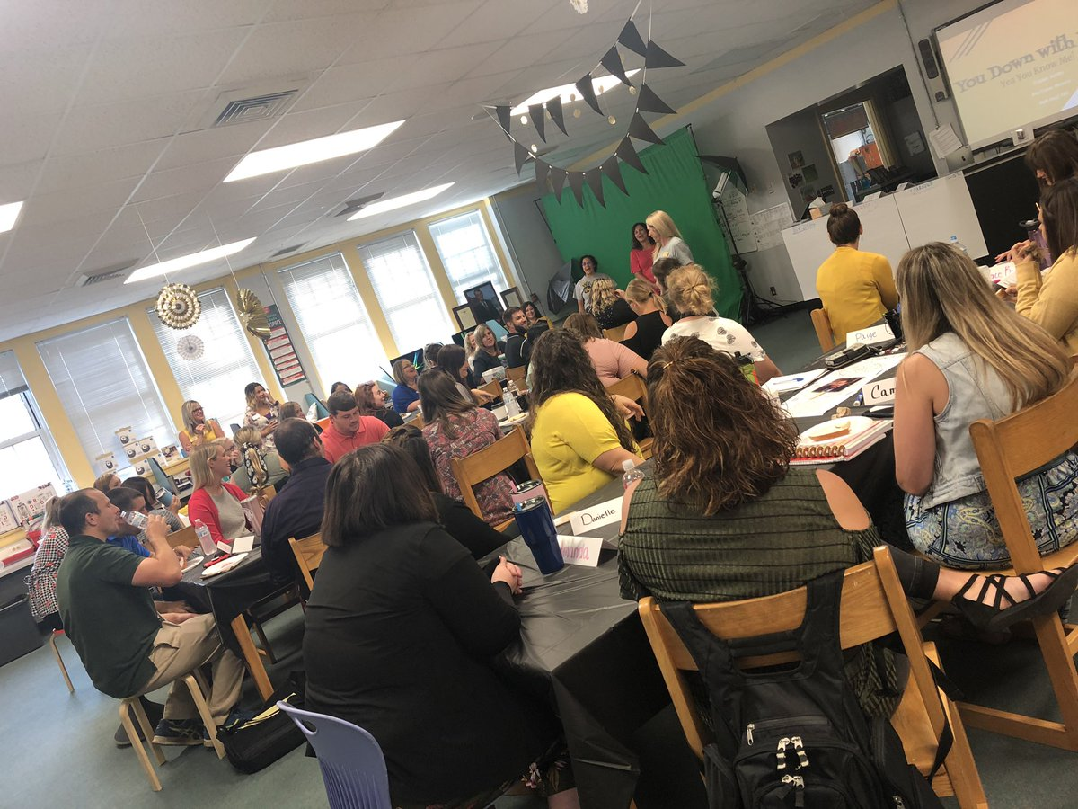 New teachers starting off the morning right! It's a great day to be a Hornet! 💛🐝💛 #FultonProud