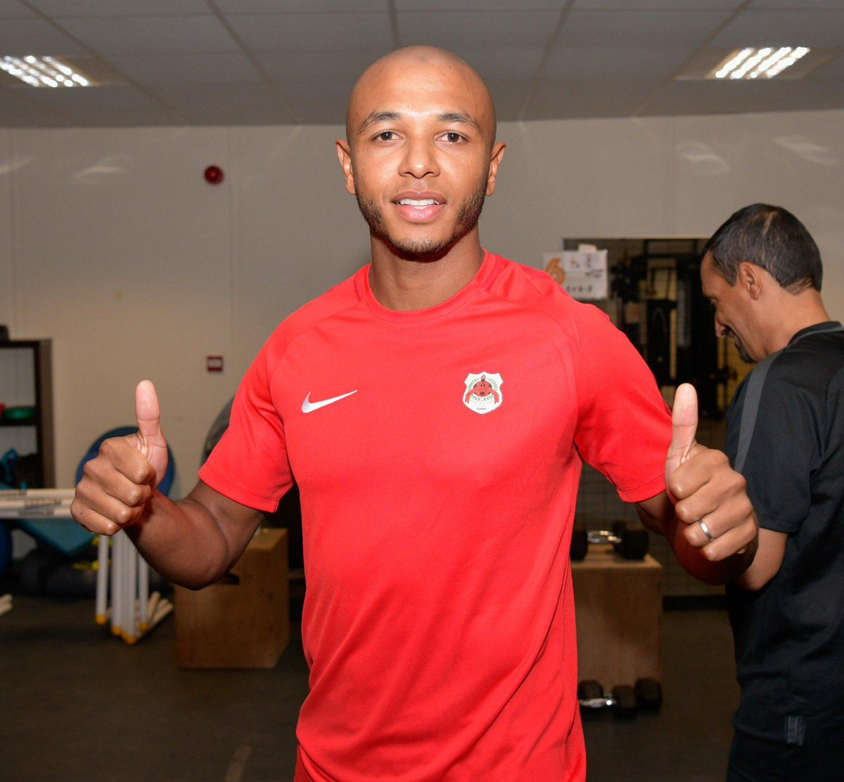 Yacine Brahimi started training with his new club Al-Rayyan yesterday and got a special welcome from his new teammates, congratulating him on winning #AFCON2019  with Algeria  <br>http://pic.twitter.com/ooIetT1AZx