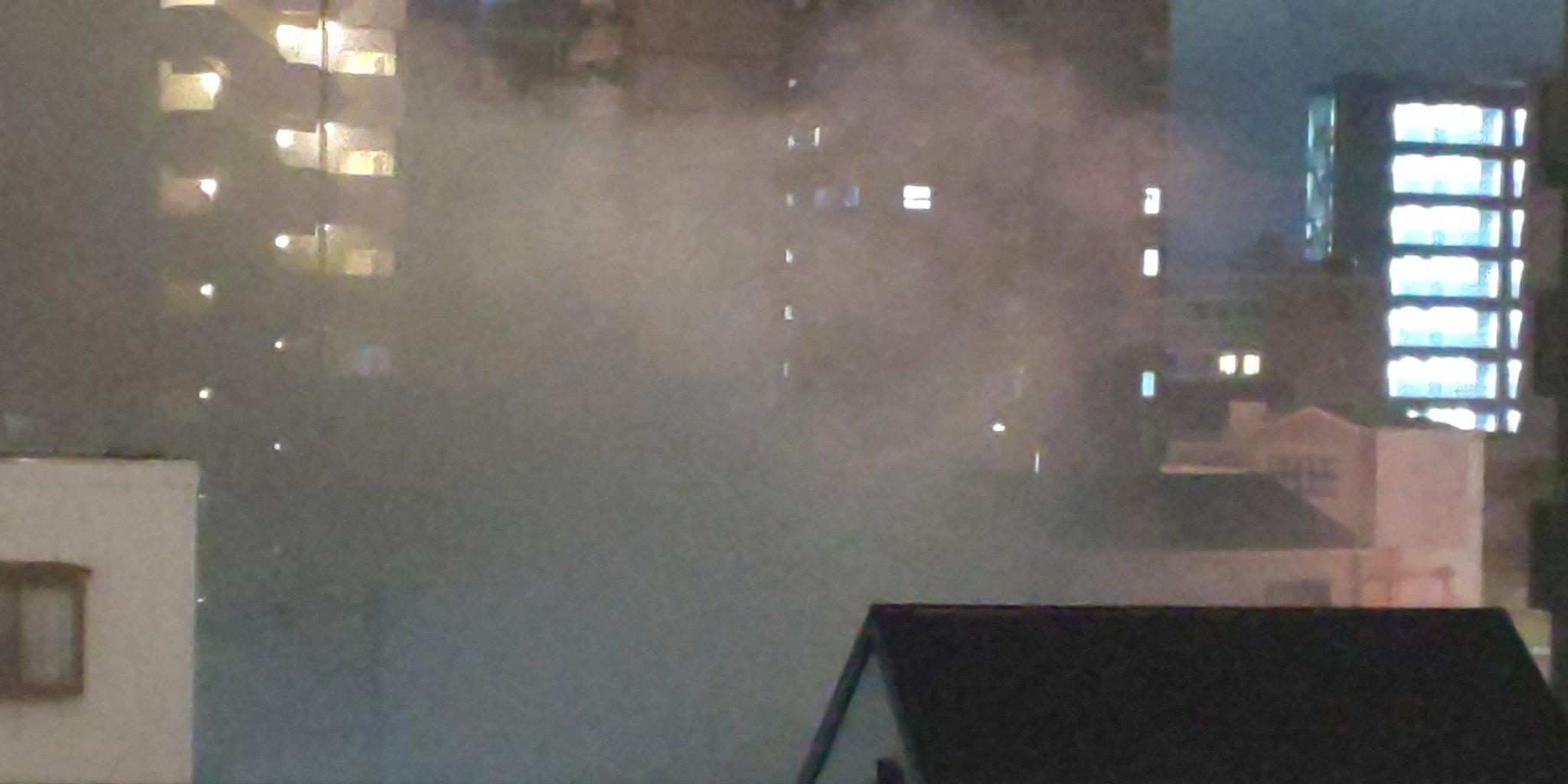 画像,近所の美容室が火事。私が髪を切ってもらってるところです。。。煙い。。。鋭意消化作業中です。 https://t.co/ThC1bNmlpU…